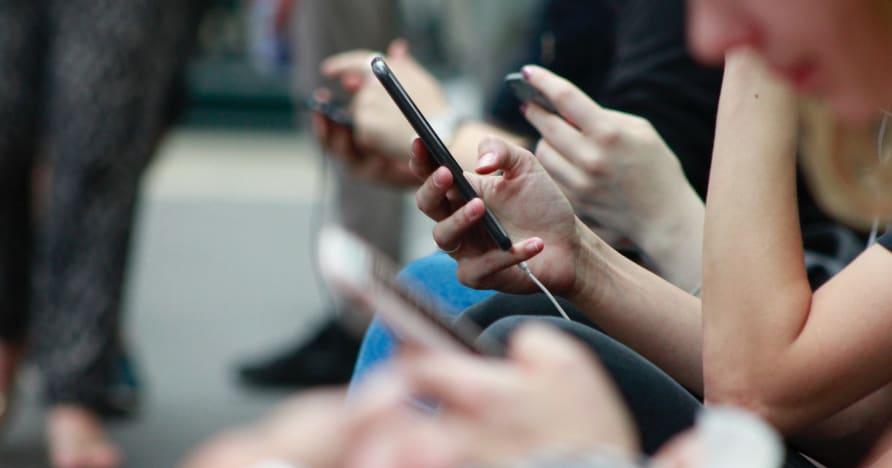 Tapoja parantaa puhelimen akunkestoa pelaamista varten
